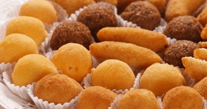 Kit Festa! Bolo de 2 Kg + 100 Salgadinhos de Massa de Batata Fritos + 50 Docinhos por Apenas R$99,90!!!