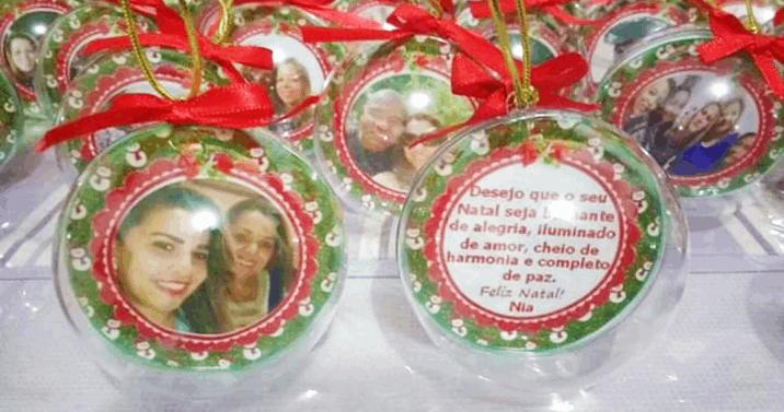 Enfeite sua Árvore ou Presenteie Amigos e Familiares! 10 Bolas de Natal em Acrílico, Personalizadas com Foto e Laço por Apenas R$18,90!!!