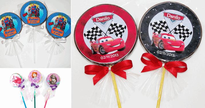 20 Pirulitos de Chocolate ao Leite, Branco ou Meio Amargo, Personalizados com o Tema da Festa e Embalados Individualmente no Saquinho com Fita por APENAS R$21,90!!!